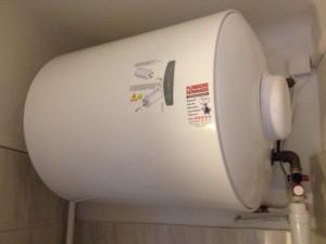 Ariston 100 litres horiz.